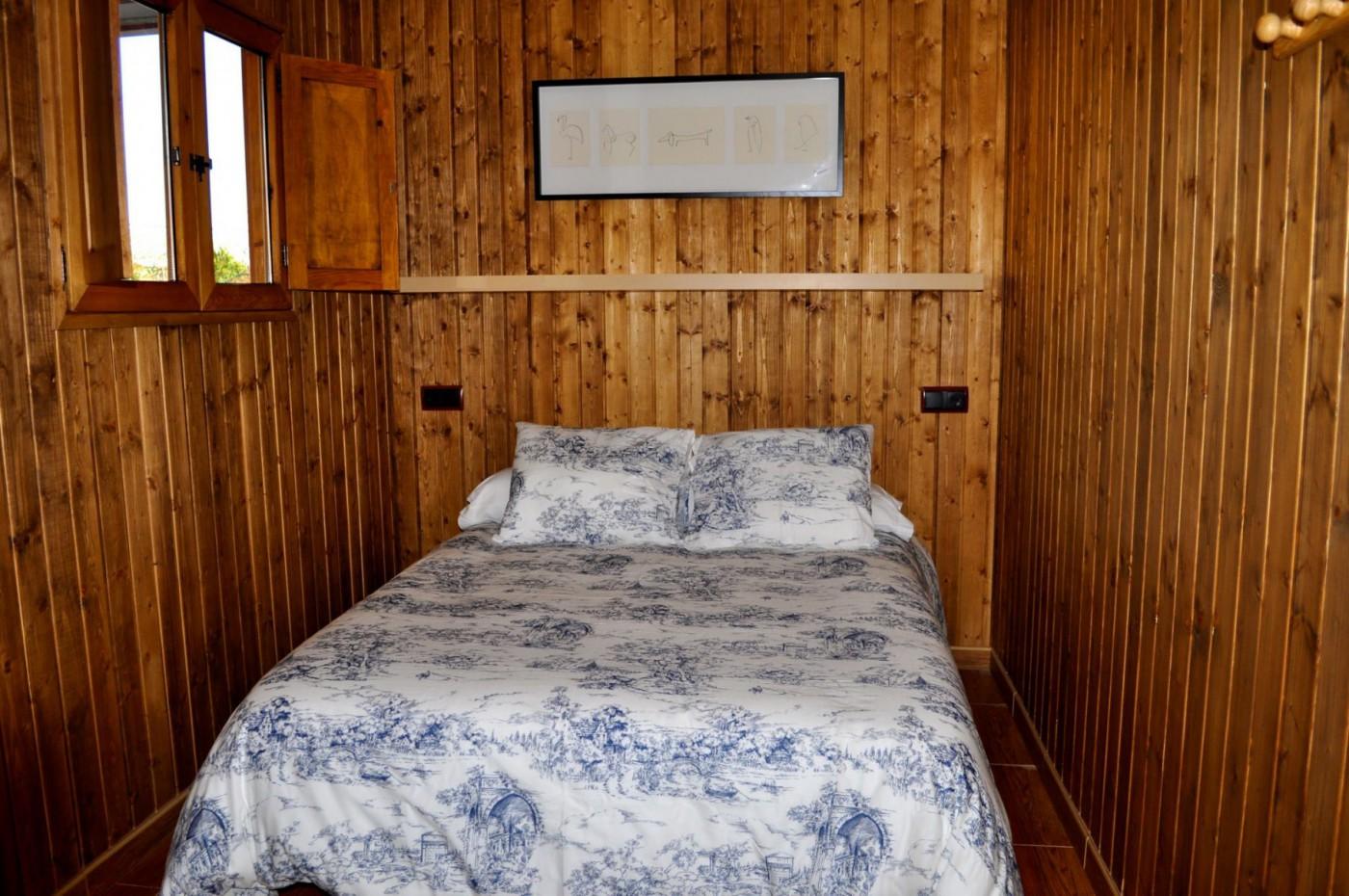 Caba a madera camping carlos iii for Cabanas infantiles en madera